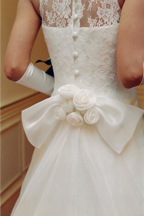 新しいオーダーメイド、ビスポークドレスでで作ったウエディングドレス。